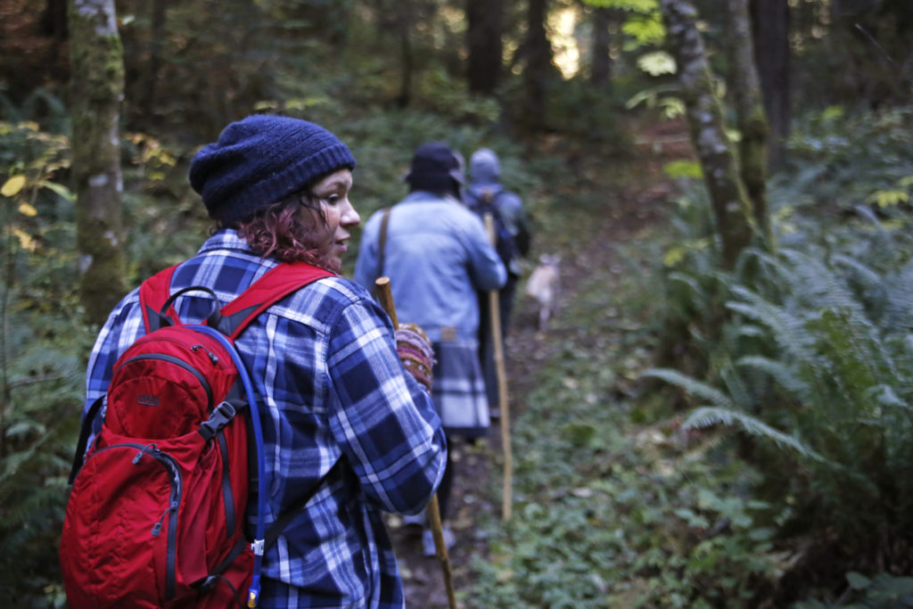 hiking family portrait session washington rainforest